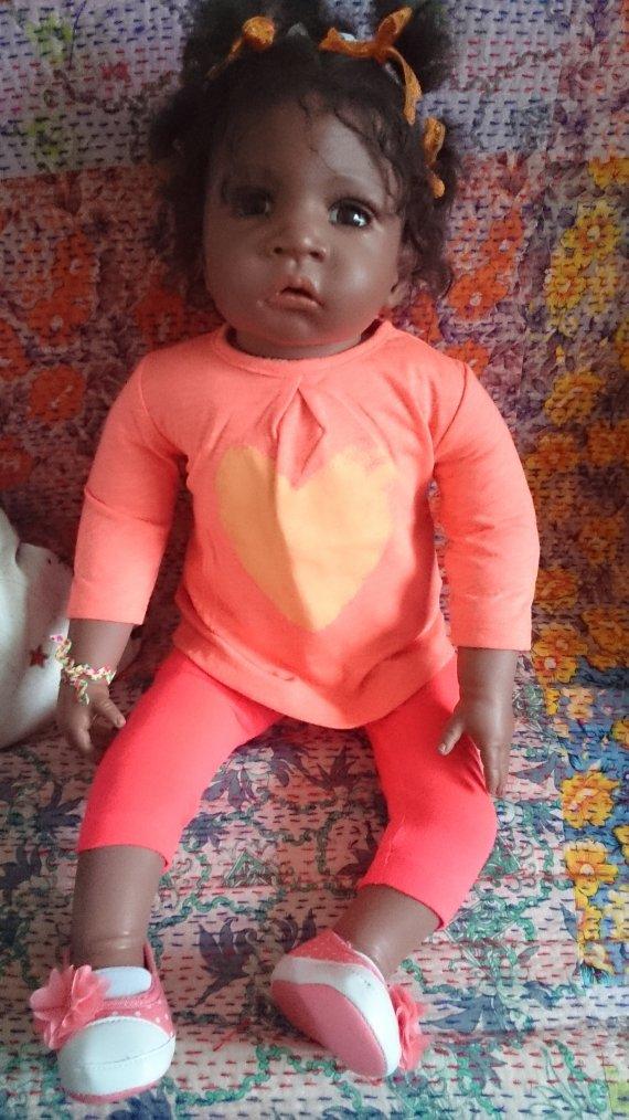 et voilà HAWA avec sa nouvelle tenue et ses nouveaux chouchous