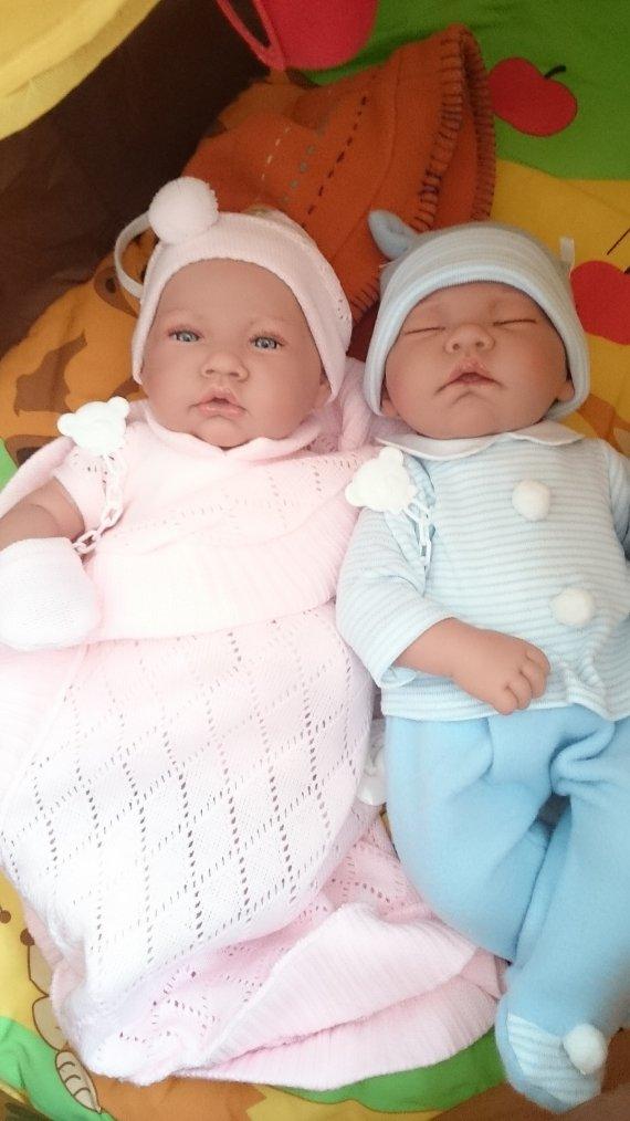 Mes petits jumeaux viennent d'arriver ils s'appellent Lucie et Lucas
