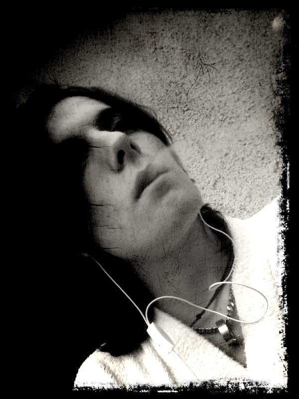 6h du mat avec ma clop au bec ...bref 2jour que je dort pas ...trop déprimer pour dormir...car les ténèbres envaissent mon coeur...</3