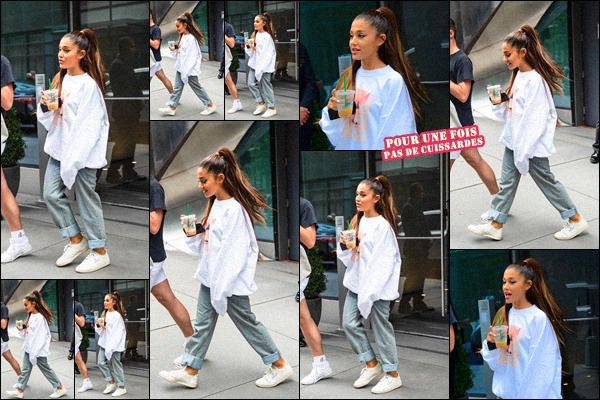 -19/08/18 •- C'est en après midi, qu'Ariana Grande est aperçue quittant son appartement dans les rues de NYC ! La belle se rend en répét' pour les « MTV Video Music Awards » qui auront lieux le 21/08 à 3h du matin (heure fr), Ari à révélé qu'on allait être surpris !!