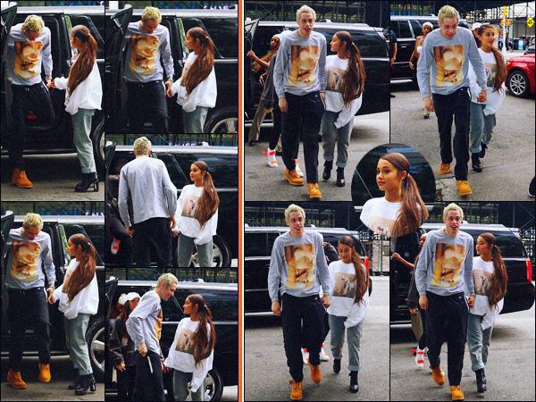 -21/08/18 •- Ariana G. et Pete se dirigeaient vers un magasin « Target » dans les grandes rues de New York City. Les deux amoureux ne se lâchent plus d'une semelle ! Ariana devrait notamment se rendre à l'émission « Good Morning America » ce jour même. Un top.