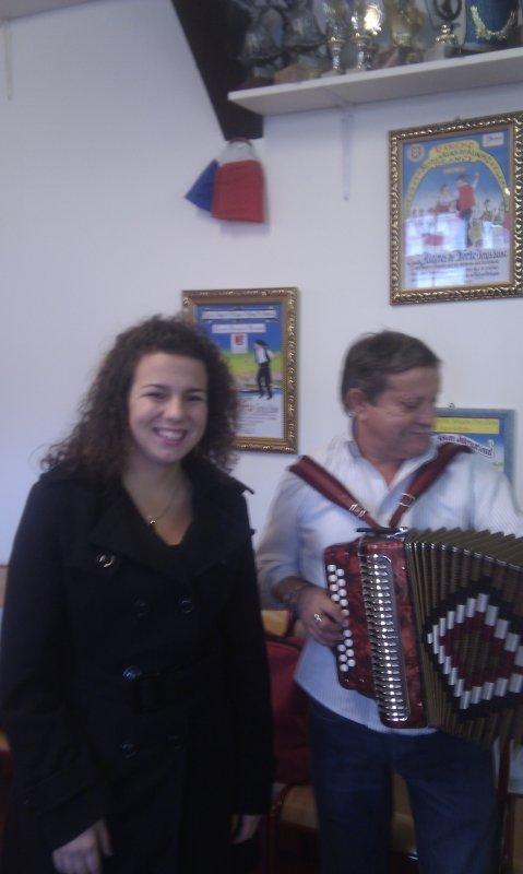 CLAUDIA MARTINS E CACHADINHA EM IVRY SUR SEINE 13/11/2011