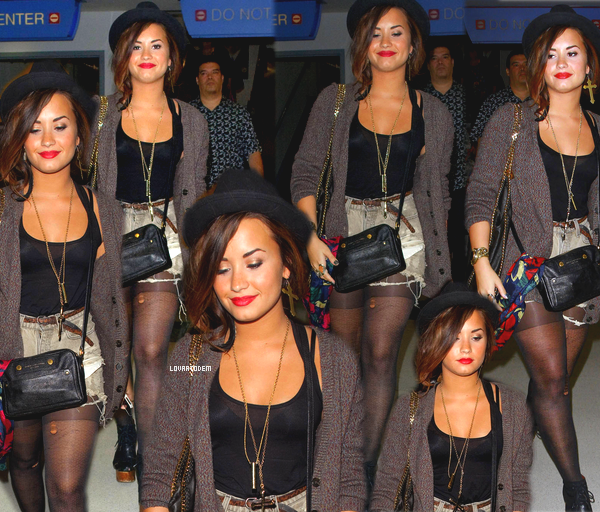 Candids : Demi sortant de son hotel le 21 Septembre à New York.