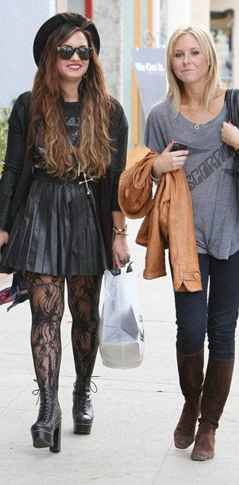 Demi Lovato ce 4 Octobre avec une amie ! OMG .. un magnifique Flop. Vos avis ?