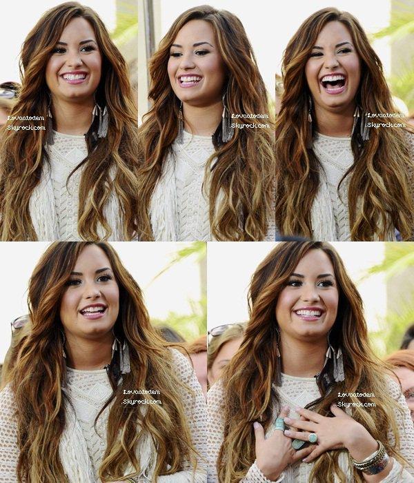 """Demi lovato à LA sur le set """"Extra"""" ce 11 Octobre. Magnifique TOP ! Vos avis ?"""