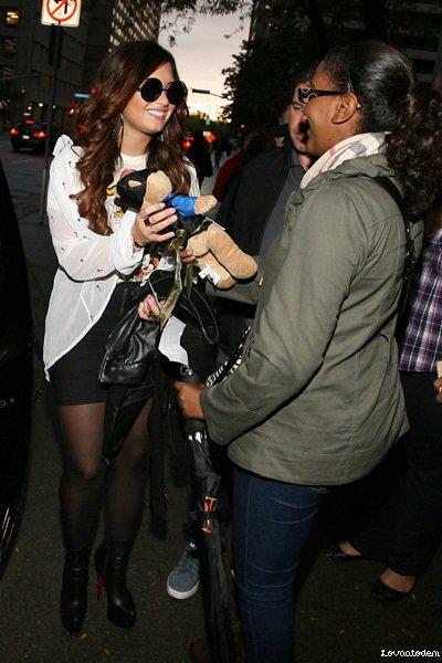 Demi arrivant ce 13 Octobre aux Much Music Studios à Toronto, Canada.