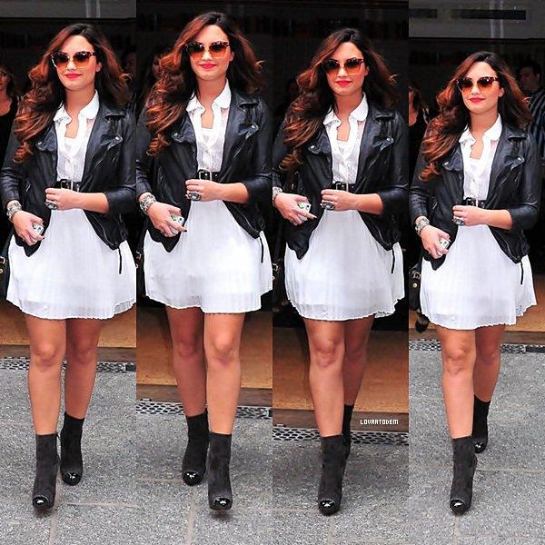 Demi sortant de son hôtel à New York le 21 Octobre. TOP ! Vos avis ?