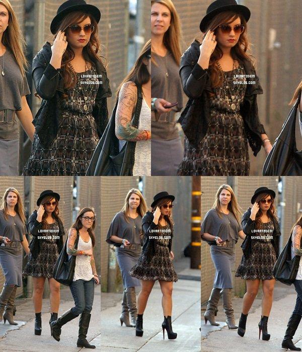 . 30 Octobre 2011 : Demi était présente au Extreme Makeover : Home Edition..