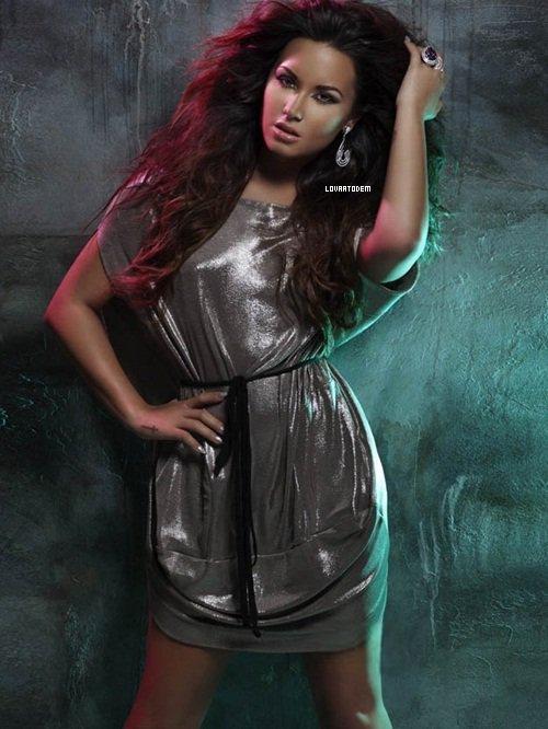 * 4 Décembre 2011 : Demi pour GLAMOUR. *