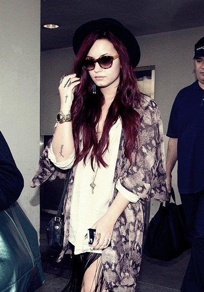 * 17 Décembre 2011 : Demi à l'aéroport de Los Angeles. *