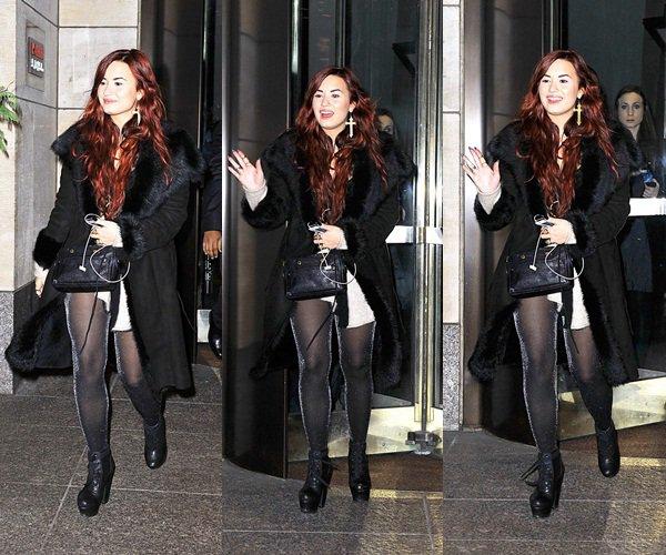 * 31 Décembre 2011 : Demi sortant de son hôtel. *
