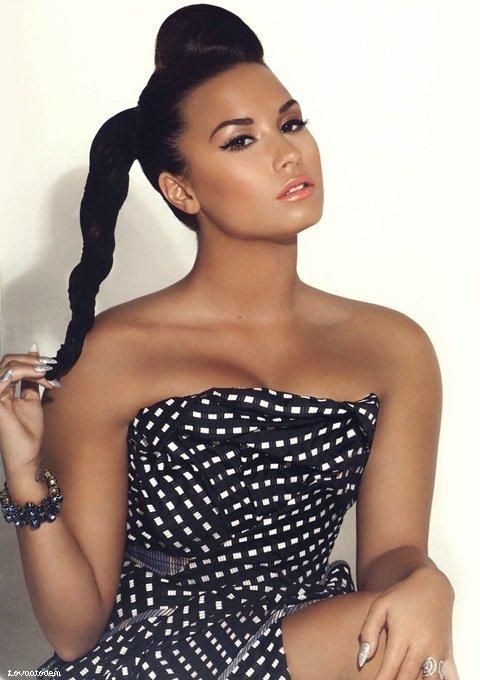 * 15 Janvier 2012 : Demi sortant de son hôtel à Hollywood.  *