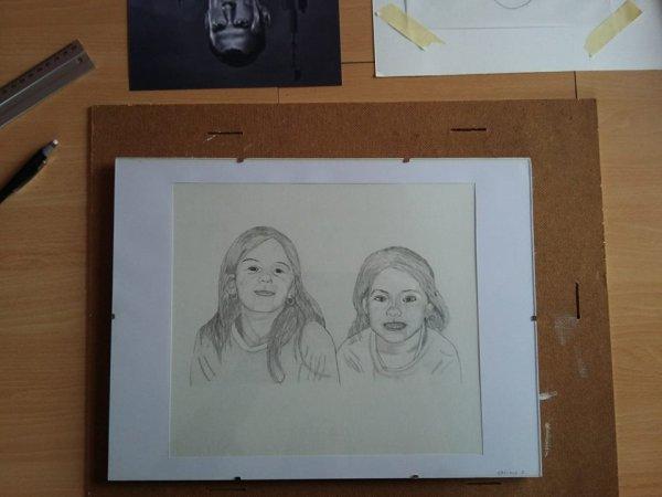 portrait au crayon sur feuille toilé