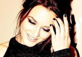 Sourit à la vie et la vie te sourira , mais si tu me l'a détruis j'aurai du mal à re`sourire.