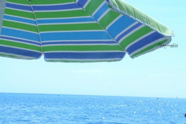 Parasol et vu sur mer