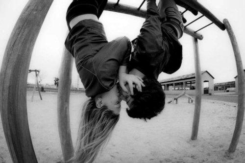 Aimer quelqu'un, c'est lui dσnner le pσuvσir de vσus détruire. (U)