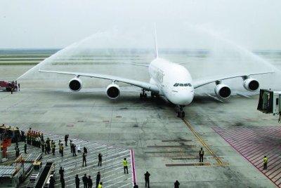 Le premier A380 se pose à Shanghai