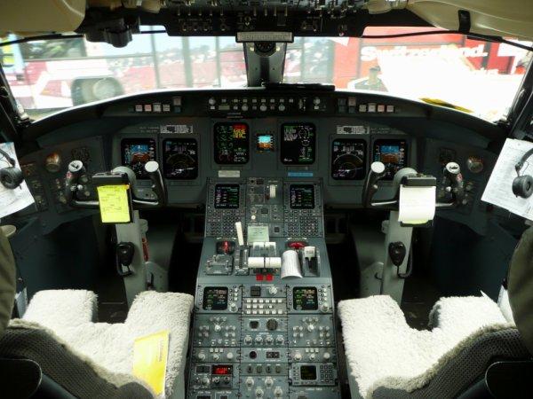 cockpit crj 700