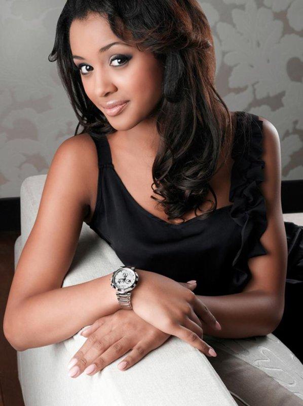 "Miss Belgique 2012 : LAURA BEYNE porte une ""BALMAIN"" de la collection CLASSICA"