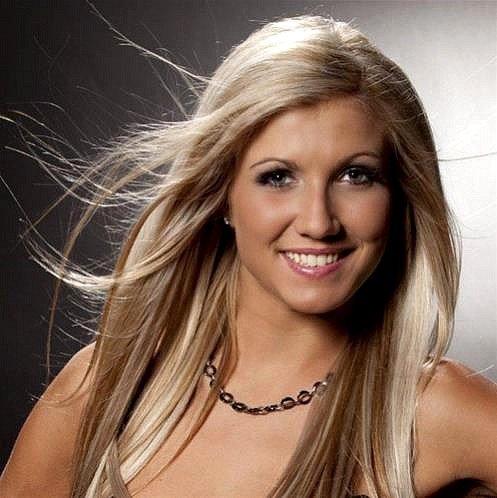 """Miss Belgique 2013 : NOEMIE HAPPART dans """"Les Etoiles de BES"""" - 08 mai 2013"""