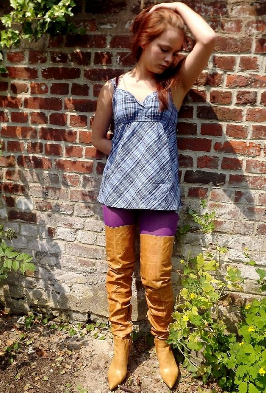 TANYA WALL : La marraine de BES, pose en cuissardes FERNANDO BERLIN !!!