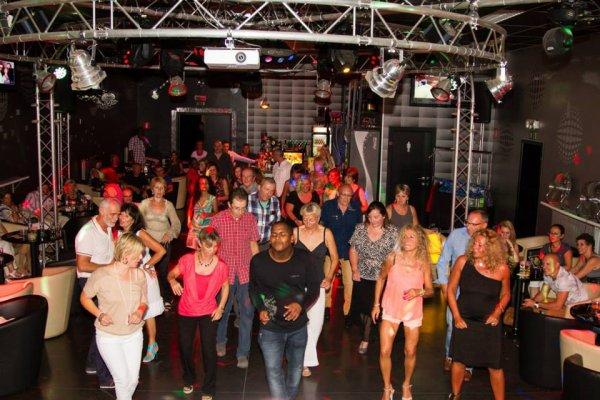 """Les soirées """"SALSA"""" au FLASH BACK CLUB, toujours un gros succès !!!"""