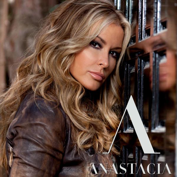 """Le nouveau titre d'Anastacia : """"STARING AT THE SUN"""" en diffusion sur GOLD FM !!!"""