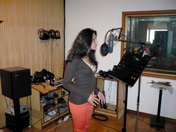 Assia, notre Public relations de BES se lance avec brio dans la chanson !!!