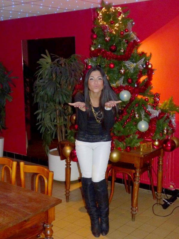 """Assia et moi vous souhaitons un très """"Joyeux Noël"""" à tous !!!"""