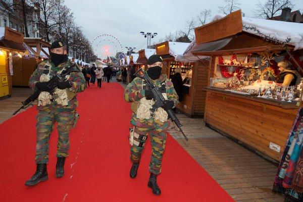 Inauguration du marché de NOEL de Bruxelles - Etat de guerre ?
