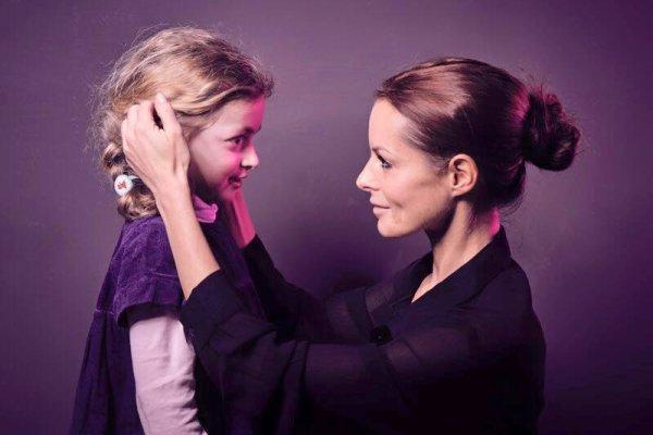 Prendre un enfant par la main, rien de plus beau ! Merci Barbara...