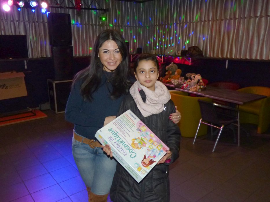 "Assia remet au KITCH : ""Les jouets du c½ur 2016"" de BES - Grand merci à notre Assia !"