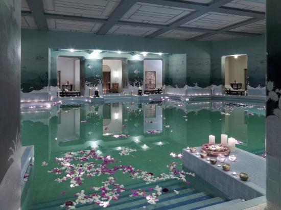 10 piscines couvertes à couper le souffle