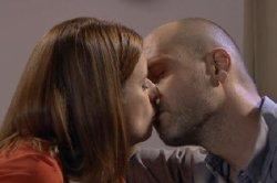 Luna et Guillaume s'embrassent !
