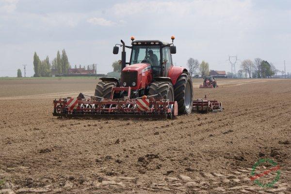 Plantation PdT 2017, chantier 100% Massey Ferguson