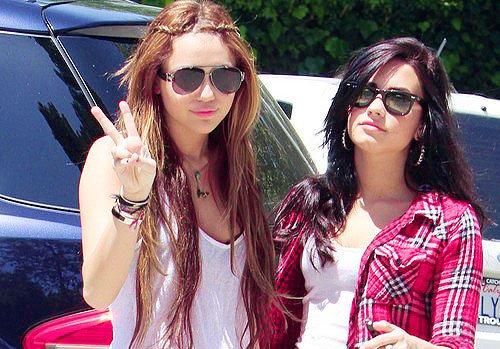 Miley Cyrus et Demi Lovato - American Music Award