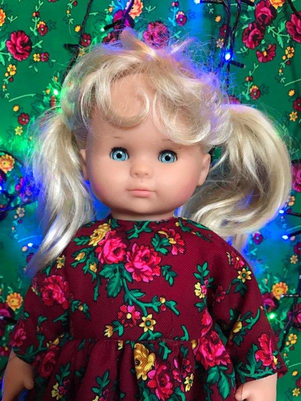 M&t décembre 1990 Cécile fête Noël en robe folklorique