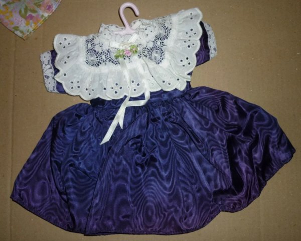 Enfin de jolies tenues en vente sur le site d'enchères E...