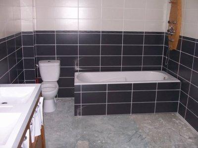 beautiful carrelage salle de bain blanc gris ideas - design trends ... - Salle De Bain Carrelage Gris Et Blanc