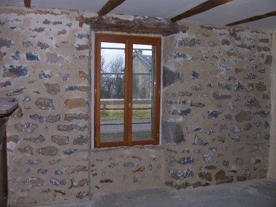 mur de pierre dans le salon la grande aventure r nover. Black Bedroom Furniture Sets. Home Design Ideas