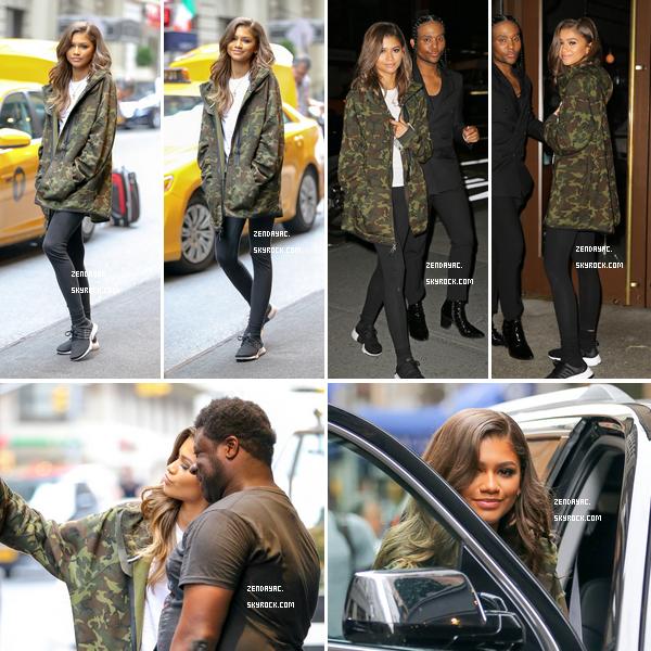 18 juillet, Zendaya a été photographié à New York. Ensuite Zendaya avec son styliste Law Roach en allant dans undînerà New York.