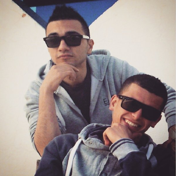 Plus qu'un ami, plus qu'un frère, c'est tour simplement. Maliiik
