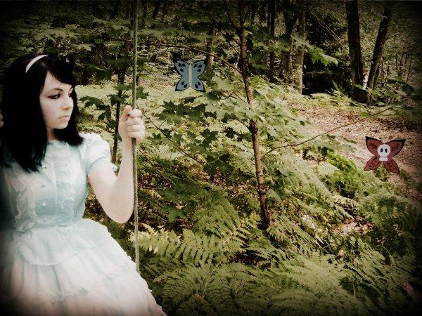 June, dans un Pays qu'on Atteins Jamais, à la recherche d'Alice.