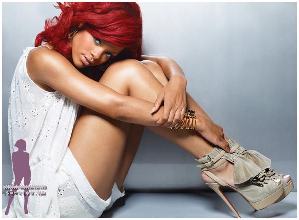 Voici un sublime Shooting de Rihanna pour le magazine Marie-Claire. Rihanna roches une robe Sonia Rykiel sur la couverture de Marie Claire Royaume-Uni Décembre 2010  Qu'en pensez-vous ? : )