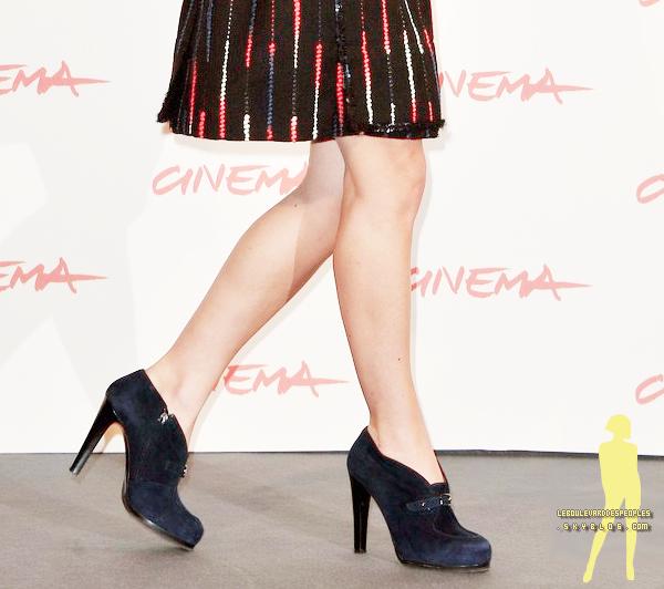 Gros top pour miss Knightley à l'évenement 'Last Night' à Rome (28 octobre). Vous en pensez quoi? :)