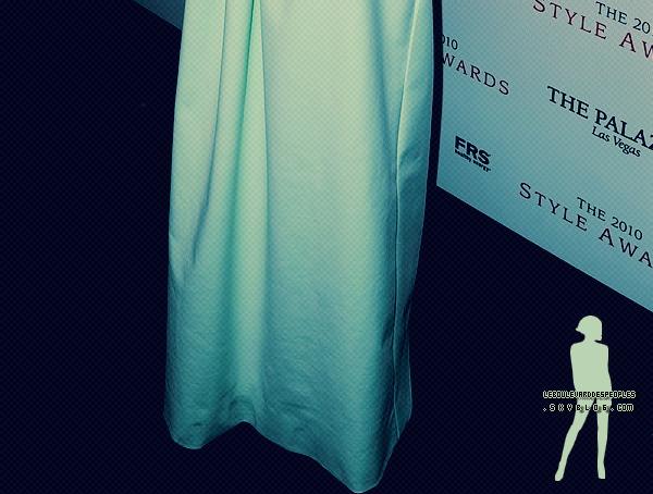 Kate Bosworth: Sur le tapis rouge à l'horizon 2010 Style Awards d'Hollywood. 12/12/2010Vous voyez on peut aller sur le tapis rouge avec un tee shirt H&M à 9.99¤ et un rideau de douche !   %)