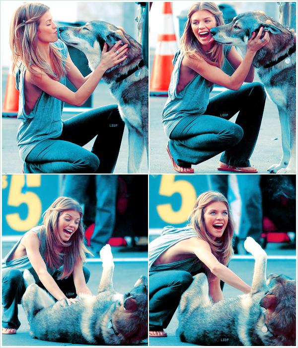 AnnaLynne McCord sur le set de 90210