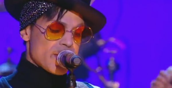 02 - Prince _ Full Performance - Le Live du Grand Journal 06-27-2011 - [canalplus.fr]