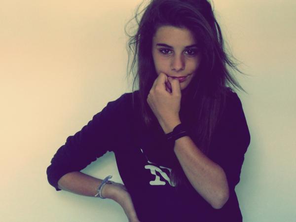 Victoria 13 ans tu as le style - Meuf bonne 14 ans ...