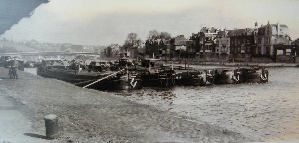 Namur - Péniches en bord de Meuse